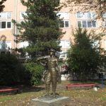 РТБ поклонио статуу рудара Техничкој школи поводом 70. рођендана
